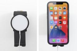 Accessoire de montage avec rotule et support sous le téléphone pour chargeur MagSafe