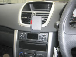 Fixation voiture pour Peugeot 207. Réf Brodit 653815