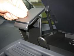 Fixation voiture Proclip  Brodit Mercedes Benz V-Class  SEULEMENT pour les modèles avec un compartiment sur le dessus du tableau de bord. Réf 853569