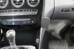 Fixation voiture Proclip  Brodit Mercedes Benz C-Class (180-320)  PAS pour les modèles avec panneau de bois. UNIQUEMENT pour changement de vitesse manuel. Réf 855060