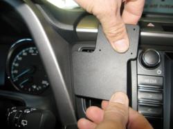 Fixation Toyota Rav 4. Référence Brodit 855444